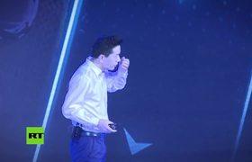 Empapan con agua al fundador del 'Google chino'