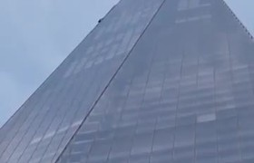 Daredevil scales side of iconic London skyscraper
