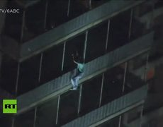 Spiderman of Philadelphia: Man scales down from high-rise building as it catches fire
