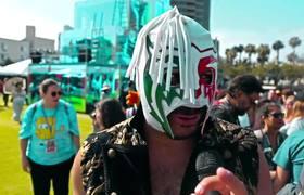 Escorpión Dorado rompiendo la Cómic Con 2019 en San Diego California