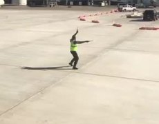 #VIRAL: Airport employee dancing on the tarmac