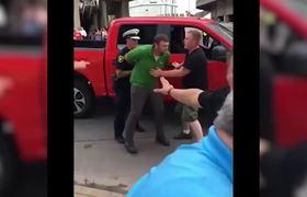 Golpean a hombre de 60 años en mitin de Donald Trump