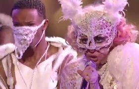 VMAs: Lady Gaga Performs 'Poker Face' / 'Paparazzi' (2009) |