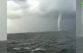 Spectacular waterspout spotted off northeast China coast