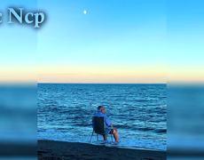 #VIRAL: La foto de un anciano llorando frente al mar
