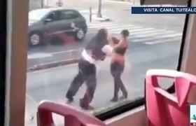 Chofer del Metrobús se pasa el alto, arrolla a ciclista y luego lo golpea