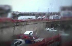 Lluvias en Monterrey ciudadanos disfrutan de las inundaciones