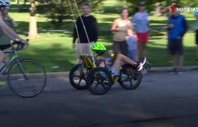 Adolescente discapacitado brilla en el triatlón de Chicago