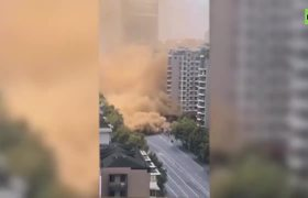 Momento exacto: derrumbe de una carretera en China