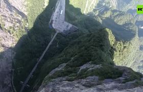 Un salto sobrecogedor en las montañas de #China