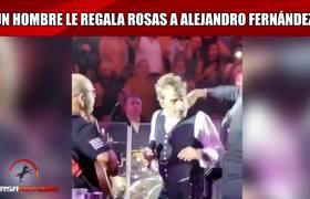 Hombre le regala flores a Alejandro Fernández en pleno concierto