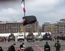 A paratrooper falls badly and another suffers an accident during a military parade in Mexico