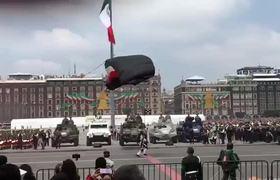 #VIDEO: Un paracaidista cae mal y otro sufre accidente durante desfile militar