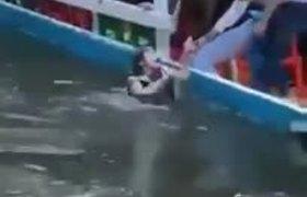 Mujer estuvo a punto de ahogarse al caer de trajinera en Xochimilco