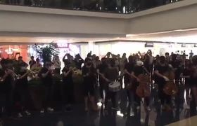 Hundreds Spontaneously Burst into Protest Song at Hong Kong Shopping CentreHundreds Spontaneously Burst into Protest Son