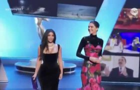 The bad moment of Kim Kardashian in the #Emmy with a dress too tight