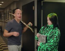 #SNL: Woody Harrelson Welcomes Billie Eilish on Her First Day