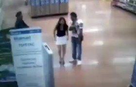 #VIRAL: Mujer se desnuda cuando policia la acusa de robo en un Walmart