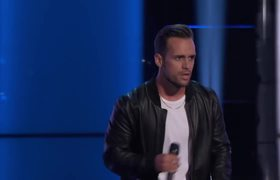 Matt New Brings His Wife and Kids in on His Coach Decision - The Voice Blind Auditions 2019
