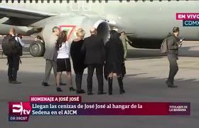 Familiares de José José a la espera de los restos del cantante