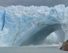 Glacier bridge collapses in Perito Moreno