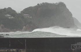 Typhoon Hagibis pounds the Izu Peninsula with giant waves