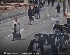 Un hombre se pone agresivo en un aeropuerto de Moscú