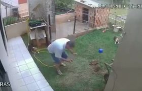 #CCTV: Man generates explosion in his yard when trying to eliminate a pest of cockroaches