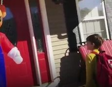 #VIRAL: Mom hides in Super Mario blow up to scare her kid in epic Halloween prank