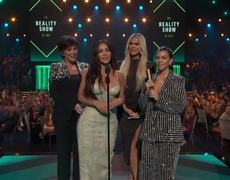 Kardashians Thank Fans After Keeping Up Win at 2019 E! PCAs | E! People's Choice Awards 2019