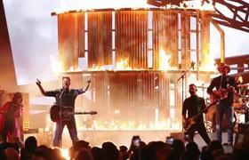 Blake Shelton Brings 'God's Country' to the #CMA Awards