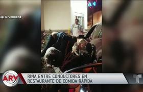 Clientes de restaurante resuelven su furia entre insultos y golpes