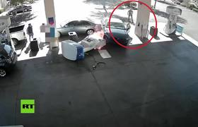 #CCTV: Crash and fire at a gas station in the United States