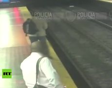 #CCTV: Man falls to the subway tracks for looking at his cell phone