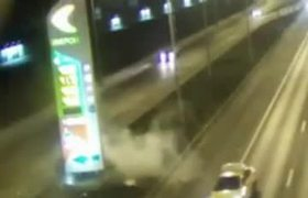 #CCTV: A car crashes into an information panel on a Moscow highway