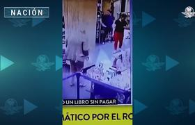 Embajador de México roba libro en Argentina