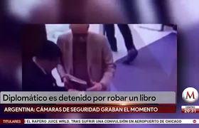 El embajador de México en Argentina es captado al intentar robar un libro