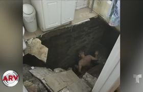 Man is swallowed by a sinkhole while bathing his daughter