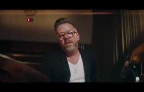 Robbie Williams   Merry Xmas Everybody ft. Jamie Cullum (Official Video)