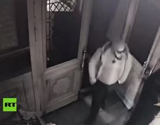 A man attacks with knife the visitors of a church in Moscow