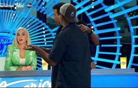El hombre de la basura, Doug Kiker encanta a los jueces - American Idol 2020
