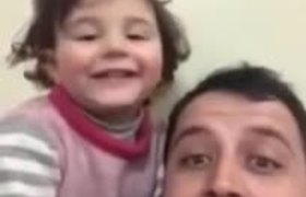 #VIRAL: Syrian tries to make his daughter laugh when hearing bombs