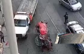 Conductor sale volando de segundo piso del Periferico