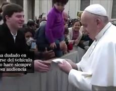 Pope greets and kisses the faithful in the Vatican despite the outbreak of the coronavirus in Italy