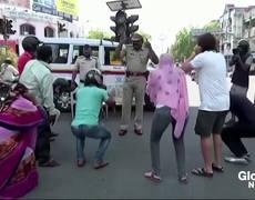 #Coronavirus: la policía india castiga a los que salen de su casa con violencia, flexiones