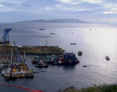 Finding missing people on wrecked cruise ship is priority Costa Concordia Salvage Master