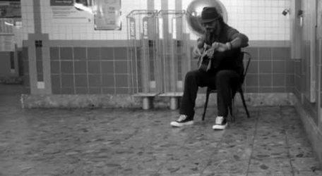 #VIDEO: Ricardo Arjona sings in the New York subway and nobody recognizes him.