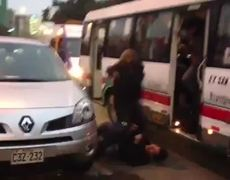 Woman brutally beats man who does not want to give up seat on the bus