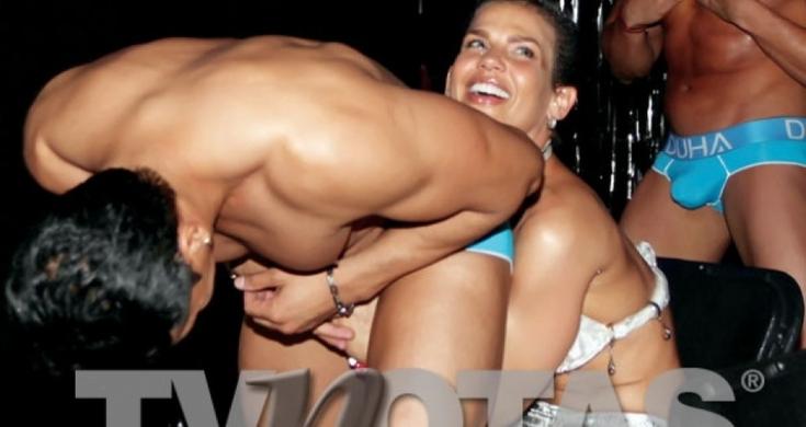 Niurka Marcos Manosea A Strippers Durante Una Fiesta -2719