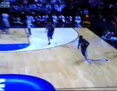 OMG Louisville player Kevin Ware breaks his whole leg